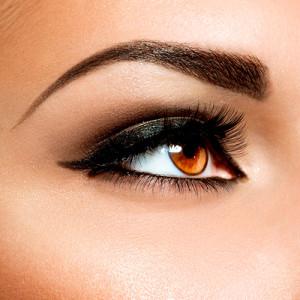 Diseño de cejas con maquillaje permanente